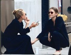 mary kate olsen ashley olsen mary-kate olsen olsen twins mka olsen the row style icon style icons all black head to toe black chic street style inspo Mary Kate Olsen, Mary Kate Ashley, Elizabeth Olsen, Ashley Olsen Style, Olsen Twins Style, Olsen Fashion, Fashion Gone Rouge, Girl Crushes, Style Icons