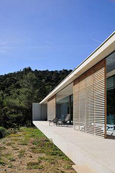 La Mira Ra House von AUM Pierre Minassian in Südfrankreich Architecture Lyon, Residential Architecture, Contemporary Architecture, Patio Design, House Design, Concrete Houses, Home Design Plans, My House, New Homes