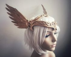 Gold Wings & Roses Headdress Made to order: goddess angel Fairy Makeup, Mermaid Makeup, Makeup Art, Fantasy Hair, Fantasy Makeup, Godess Costume, Fantasy Costumes, Fairy Costumes, Vampire Fashion