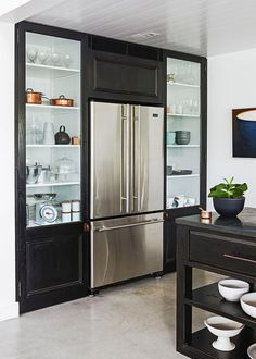 Kitchen with deceptively simple style - Home Beautiful Kitchen Dining, Dining Room, Declutter Your Home, Simple Style, Clean House, Home Kitchens, Monochrome, Beach House, Kitchen Ideas