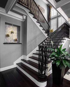 Goodnight!….Tag your bestie!…. credit: @orangecoastinteriordesign . . . . . #interiordecor#fixerupper#homedesign#newhome#designideas#interiordecorating#instaluxe#designporn#interiorinspiration#interiorstyle#homeinspo#instadesign#interiors#lighting#luxuryinteriors#luxuryhome#designlovers#homeinterior#homeideas#homestead#thewelldressedhouse#staircase#foyer#entrance#entryway