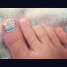Beachy toe nails