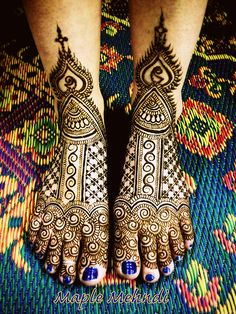 Bridal mehndi designs for hands are very beautiful. A dulhan mehndi design is carefully planned before putting it on bride's hand. I have seen many mehndi artists who work on multiple bridal mehndi designs for hands. Dulhan Mehndi Designs, Henna Mehndi, Henna Tatoos, Arte Mehndi, Leg Mehndi, Arabic Mehndi Designs, Mehndi Designs For Hands, Henna Tattoo Designs, Bridal Mehndi Designs