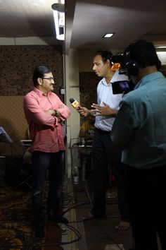 Sudesh Bhosale being interviewed by ABP News at the rehearsal of their upcoming concert Amitabh aur Main