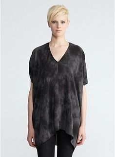 V-Neck Short-Sleeve Tunic in Crystalline Silk Shibori Gorgeous! Over and over again Eileen Fisher comes out with clothes apparently designed just for me! I ove this....