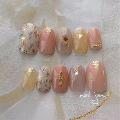 おまかせオーダーnail(*˘︶˘*).。.:*♡ ✴︎ ✴︎ イメージカラーはくすみオレンジ🧡 ご注文ありがとうございます。 ✴︎ ✴︎ ネイルチップのオーダーはDM・クリーマ・ミンネから承ります🌱 ✴︎ ✴︎… Natural Nail Designs, Red Nail Designs, Beautiful Nail Designs, Cute Nails, Pretty Nails, Asian Nails, Korean Nail Art, Hello Kitty Nails, Stiletto Nail Art