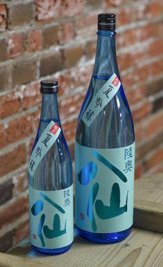 陸奥八仙 ブルーラベル 夏吟醸|八戸酒造株式会社 Japanese Sake, Photo Studio, Packaging Design, Studios, Asia, Bottles, Drinks, Drinking, Beverages