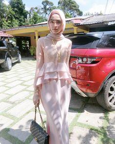 Hijab Gown, Hijab Dress Party, Kebaya Muslim, Muslim Dress, Simple Dresses, Casual Dresses, Fashion Dresses, Islamic Fashion, Muslim Fashion