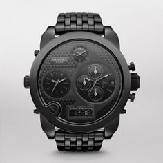 New to the Daddy series is the Mr. Daddy ceramic. Blacked out from head to toe, Mr. Daddy ceramic delivers style and luxury all in one. CASE SIZE: 64 mm x 57 mm CASE THICKNESS: 13.8 mm LUG WIDTH: 28 mm WATER RESISTANT: 3 ATM PACKAGING: Diesel Watch Box WARRANTY: 2 Year International