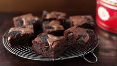 Cookies and cream (Oreo) fudge brownies, by Lorraine Pascale from Baking Made Easy these are delicious Cookies And Cream Fudge, Cream And Fudge, Oreo Cookies, Oreo Cream, Delicious Cookies, Delicious Desserts, Yummy Food, Oreo Brownies, Chocolate Brownies