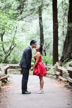 An Engagement Session in Muir Woods — The Lovely Bay    Photography by JC Page Photography    {San Francisco, Bay Area, Muir Woods, Engagement Session, Engagement Photos, Nature,}