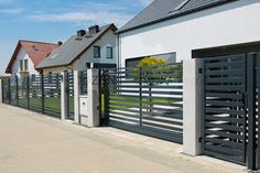 Voortuin door OGRODZENIE-Nowoczesne Gate Wall Design, House Fence Design, Main Gate Design, Door Design, Garden Fence Panels, Front Yard Fence, Fenced In Yard, Front Gardens, Modern Fence