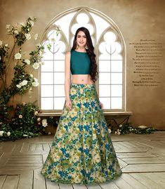 Short Top Designs For Long Skirt - Crop Design Burge Bjgmc Tb Green Lehenga, Lehenga Choli, Sarees, Long Skirt Fashion, Indian Wedding Gowns, Crop Top Designs, Blouse Designs, Crop Top Dress, Wedding Dress Gallery