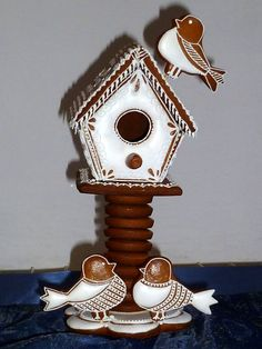 Gingerbread Birdhouse with Birds