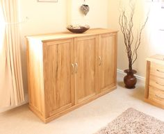 This Mobel Oak Extra Large Shoe Cupboard is a part of Mobel and a great Shoe Cupboard. The dimension of this Mobel Oak Extra Large Shoe Cupboard are as follows - the height is 100CM, the width is 120CM the depth is 40CM and the volume of this Mobel Oak Extra Large Shoe Cupboard is 0.48CBM. The International Article Number or EAN number is 5060164715085 and the weight is 38.00kg. http://www.bonsoni.com/mobel-oak-extra-large-shoe-cupboard