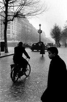 Elliott Erwitt   Paris   1952
