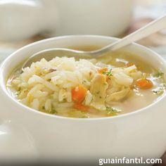 Receta de sopa de arroz con zanahoria y pollo. Las enfermedades del estómago hacen que la alimentación de los niños tenga muy poca variedad. Para ayudarles a recuperarse tienes esta sopa de arroz con zanahoria.