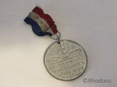 Silvered metal medal to commemorate the Silver Jubilee of King George V & Queen Mary on May 6 1935 Queen Mary, King George, Retro Vintage, Antiques, Unique Jewelry, Handmade Gifts, Royalty, Silver