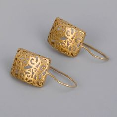 Gold Lace Earrings Handmade Yellow Gold by toolisjewelry Gold Earrings Designs, Filigree Earrings, Emerald Earrings, Gold Jewellery Design, Gold Filigree, Gold Hoop Earrings, Gold Lace, Jewellery Box, Dream Ring