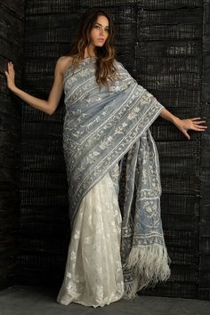 Beautiful Pakistani Bridal and Wedding Sarees From the Lastest Collections – Online Shopping in Pakistan wedding saree Beautiful Pakistani Bridal and Wedding Sarees From the Lastest Collections Indian Dresses, Indian Outfits, Looks Dark, Estilo Hippie, Saree Trends, Stylish Sarees, Elegant Saree, Saree Look, Pakistani Bridal