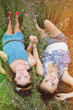 Best friends senior photo. We are so gunna do this @Rosie HW HW Dorman
