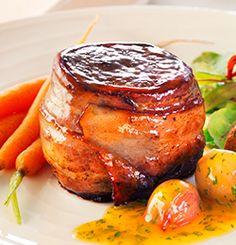 ELGBIFF MED BACON OG APPELSINSAUS Main Courses, Salmon Burgers, Bacon, Pork, Ethnic Recipes, Main Course Dishes, Kale Stir Fry, Entrees, Pork Chops