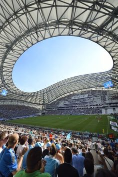 football fever at Stade Vélodrome, Soccer Stadium, Football Soccer, Steven Gerrard, Countries Around The World, Around The Worlds, Velodrome Marseille, Premier League, Vive Le Sport, Santiago Bernabeu