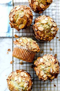 There is nothing better than warm muffins in a napkin on the morning breakfast table, right? From classic blueberry muffins to banana crunch to chocolate chip, all of them are so delicious. And here are 30 easy and delicious muffin recipes that drive Poppy Seed Muffin Recipe, Best Muffin Recipe, Healthy Muffin Recipes, Healthy Muffins, Lemon Poppy Seed Bread, Poppy Seed Muffins Healthy, Poppy Seed Recipes, Muffins Blueberry, Almond Muffins
