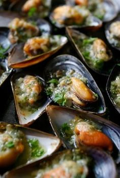 Nadire Atas on Shellfish Dishes From Around The World Easy Steamed Mussels Recipe Fish Dishes, Seafood Dishes, Fish And Seafood, Main Dishes, Fish Recipes, Seafood Recipes, Cooking Recipes, Healthy Recipes, Budget Recipes