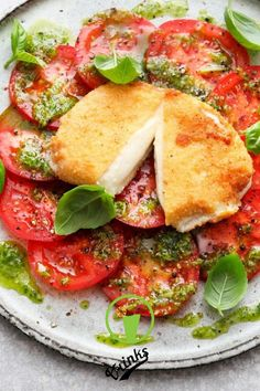 If that is not an optical highlight: baked mozzarella caprese with sel . If that is not an optical highlight: baked mozzarella caprese with home-made pesto. Source by gabybillmann Healthy Breakfast Recipes, Easy Healthy Recipes, Low Carb Recipes, Diet Recipes, Cooking Recipes, Grilling Recipes, Healthy Lunches, Eating Healthy, Mozzarella Caprese