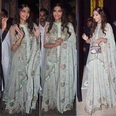 Sonam kapoor un anamika khanna. What a beauty she is