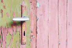 Grunge Pink Door — PixaSquare | Free Hi-Res Stock Photos