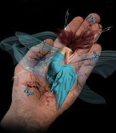 Tenho nas mãos mil amores.A escorrer feito cores! Marilene Azevedo