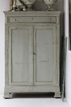 Color to paint cabinet. The New Victorian Ruralist Old Furniture, Paint Furniture, Vintage Furniture, Painted Cupboards, Muebles Living, Furniture Inspiration, Cheap Home Decor, Consoles, Farmhouse Decor