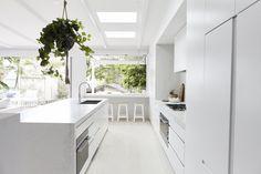 Clean And Sharp Modern Kitchen Designs – Kitchen Ideas – Kitchen Decoration Three Birds Renovations, Integrated Fridge, Banquettes, Kitchen On A Budget, Long Kitchen, Kitchen Ideas, Vintage Design, Home Reno, Kitchen Styling