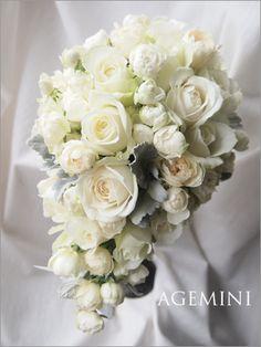 カップ咲きローズのティアドロップブーケ。 |Old white  rose wedding bouquet|AGEMINI
