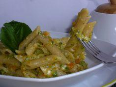 la pasta cremosa alle verdure e stracchino è un primo piatto molto gustoso a base di verdure arricchita dallo stracchino che la renderà cremosa e golosa
