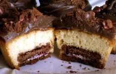 Cupcake supresa - com biscoito no fundo