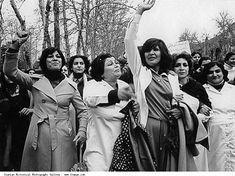 Iranian_Women_Demonstrating_Enforced_Hijab-1