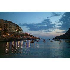 【lindadada0412】さんのInstagramをピンしています。 《2016年マルタ共和国~シュレンディ(Xlendi)①~ マルタ編再開で~す💓 ゴゾ島の南西に位置する海辺のリゾート地、シュレンディへ✨ ホテルのレストランから直接入れるシュレンディ湾は、まるでプールのようで泳ぎやすかったです🎶 日も暮れて、昼間と同じレストランへディナーにやって来ました。 街の灯りが海に映って、とても綺麗でした😄 #malta #maltaphotography #visitmalta #malta2016 #gozo #backpacker #mytravelgram #trip #travel #traveling #instatraveling #travelgram #instagood #instalike #tbt #beautiful #igs_world #igs_photos #summer #sea #マルタ共和国 #マルタ島 #旅 #旅行 #夏 #海 #女子旅 #ファインダー越しの私の世界 #カメラ女子 #写真好きな人と繋がりたい》