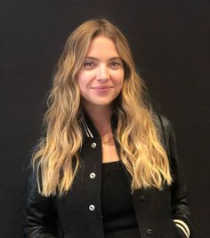 by Benson Cabelo Ashley Benson, Ashley Benson Style, Famous Girls, Famous Women, Pretty Little Liars Hanna, Sun Kissed Hair, Very Beautiful Woman, Spencer Hastings, Cara Delevingne