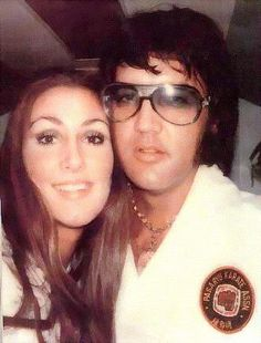 {*Elvis in his karate outfit is with his girlfriend Linda Thompson*}