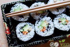 Ecco la ricetta del veggie sushi: fatto soltanto di riso al vapore e verdure freschissime, non ha nulla da invidiare alla versione con il pesce! Fantastico!