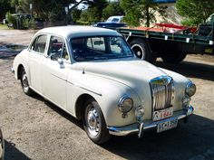Google Image Result for http://www.transportcafe.co.uk/vintage_car_photographs/classic_mg_white.jpg