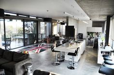 Image 19 of 29 from gallery of House Gauché / Earthworld Architects & Interiors. Courtesy of Earthworld Architects & Interiors Residential Architecture, Modern Architecture, Golf Estate, Apartment Kitchen, Apartment Ideas, Empty Spaces, Home Accessories, Home Furniture, Concrete