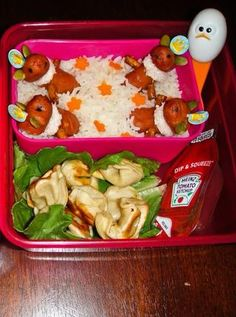 Fun lunchbox ideas from @Snapguide user and contest winner Iliat V.B. : My daughter always asks me to make her pretty lunch and I know she will eat almost everything while admiring my effort.