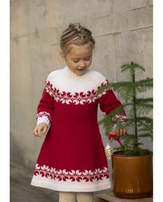 HELLE TUNIKA 1825-3 | Garnutsalget.no - Garnbutikk på nett Crochet Baby Poncho, Baby Sweater Knitting Pattern, Knit Baby Dress, Crochet Poncho Patterns, Baby Knitting Patterns, Knit Crochet, Diy Crafts Knitting, Diy Crafts Crochet, Knitting For Kids