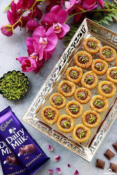 Chocolate Baklava Bracelets (Asawer El Sit) | Cleobuttera Arabic Dessert, Arabic Sweets, Arabic Food, Indian Dessert Recipes, Indian Sweets, Sweets Recipes, Greek Yogurt Cookies, Chocolate Baklava, Ramadan Sweets
