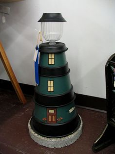 Clay Pot Lighthouse: paint 3 small flower pots, add a small solar lamp to the very top. Clay Pot Projects, Clay Pot Crafts, Diy Clay, Diy Projects To Try, Pots D'argile, Clay Pots, Outdoor Crafts, Outdoor Projects, Flower Pot Crafts