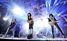 #KISS' 40th Anniversary Tour with @def_leppard invades PNC Bank Arts Center in Holmdel, New Jersey tonight! pic.twitter.com/QCqjd87mRl